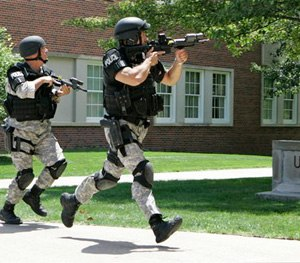 """Police officers from the Omaha Emergency Response Unit conduct """"Active Shooter"""" training on the campus of the University of Nebraska at Omaha. (AP Photo)"""
