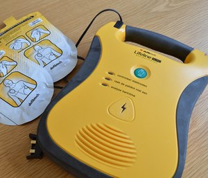 A study by the American Heart Association found that cardiac arrest survival greatly increases when a bystander uses an AED before responders arrive. (Photo/Pixabay)