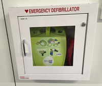 Smartphone app alerts bystanders to cardiac arrest victim and closest AED