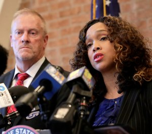 Maryland State Attorney Marilyn Mosby, right, speaks during a news conference announcing the indictment of correctional officers, in Baltimore. (Photo/AP)