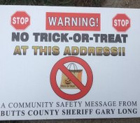 """Sex offenders suing Ga. sheriff's office over """"No Trick-or-Treat"""" signs"""