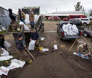 Members of the Maxwell Fire Department fill sandbags as the town prepares for another storm, Sunday, Feb. 19, 2017, in Maxwell, Calif. (Paul Kitagaki Jr./The Sacramento Bee via AP)