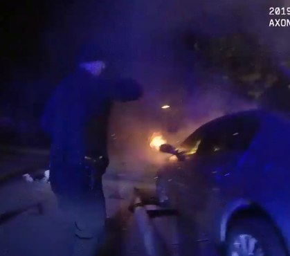 Video: Ill. officers pull injured woman from burning vehicle