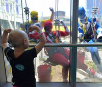 Power Ranger window washers thrill kid patients at hospital