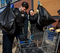 Chicago police assist food pantry serving those in need during COVID-19 pandemic