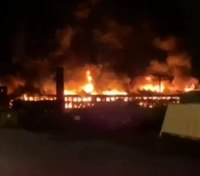 Video: NY FFs battle massive fire at abandoned mall