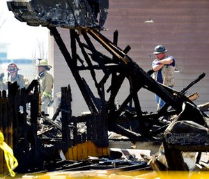 Investigators stand by as debris is removed from a house that was destroyed in a deadly explosion in Firestone, Colo. (Matthew Jonas/The Daily Times Call via AP)
