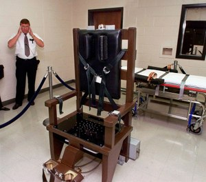 In this Oct. 13, 1999, file photo, Ricky Bell, then the warden at Riverbend Maximum Security Institution in Nashville, Tenn., gives a tour of the prison's execution chamber. (Photo/AP)