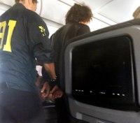 Off-duty cop helps detain man who tried to break cockpit door mid-flight