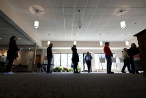 Voters in line for Illinois primary election ballots keep their distance on March 17. Image: AP Photo/Nam Y. Huh