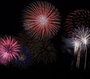 Viewing fireworks displays can be a fun summer activity, but handling fireworks comes with the risk of starting fires or injuring oneself or others. (Photo/nidan, Pixabay)