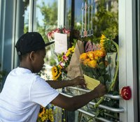 Police: La. theater gunman killed with legally bought handgun