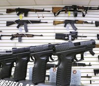 10 things NOT to do in a gun store