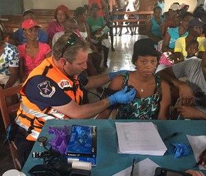 United Hatzalah Paramedic Dovi Maisel and CEO of Jet911 treat patients in Haiti this week following the devastation left by hurricane Matthew. (Photo/United Hatzalah)