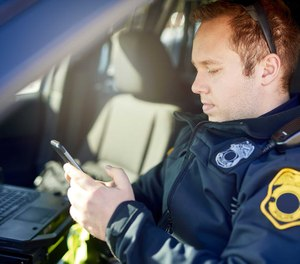 Mobile apps put new capabilities in the hands of police officers, no matter where they are. (image/iStock)