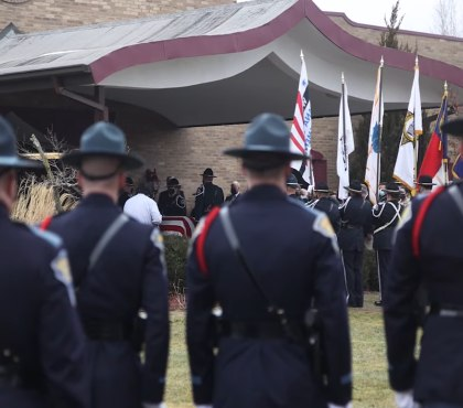Hundreds gather to mourn slain Ind. corrections officer