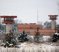 Wis. warden resigns, 7 staff members fired after probe of prison escape