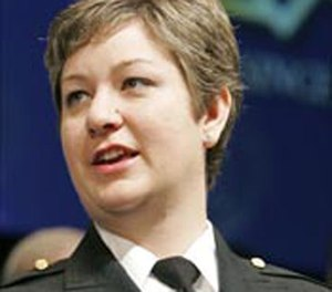 Deputy Jennifer Fulford-Salvano receiving her award at the 2005 IACP convention (AP photo)