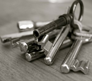 An inmate hands you your lost keys. What do you do next? (Photo/Pixabay)