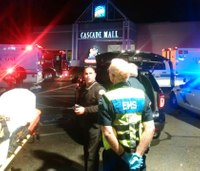 5 confirmed dead in Wash. mall shooting; gunman still at large