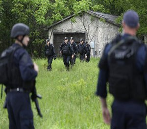 Law enforcement officers search for escaped prisoners near Essex, N.Y., Tuesday, June 9, 2015.