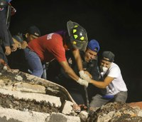 Rescuers dig through rubble after Mexico quake kills hundreds