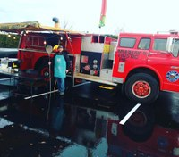 Former firefighter converts fire engine into food truck, serves wood-fired pizza