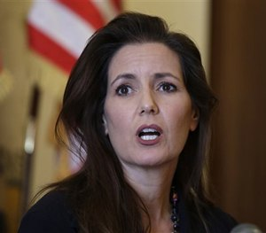 This June 15, 2016, file photo shows Oakland Mayor Libby Schaaf answering questions during a news conference at City Hall in Oakland, Calif. (AP Image)