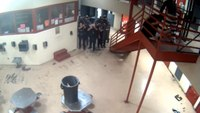 Video: Inmate holding detention officer hostage is shot by police