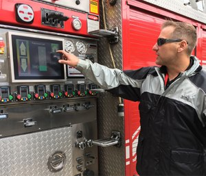 Jason Cerrano demonstrats the SAM automated pump prototype at FDIC in 2017.