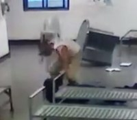 Video: Rikers inmate punches CO in face