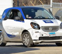 6-foot-3 man crams self into SmartCar, flees police after robbery