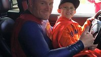Texas cop drives 11 hours to be 'Superman' for Ill. boy with cancer
