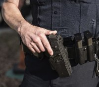 Do police officers have a legal obligation to use de-escalation tactics?