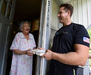 Meals-on-Wheels-delivery-Wikimedia-Commons-1032019-exclusive.jpg