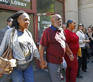Andrew Wilson, second from left, is accompanied by his daughters, Catrina Burks, far left, and Gwen Wilson, third from left, as he leaves the Men's Central Jail in Los Angeles, Thursday, March 16, 2017.