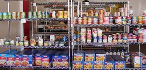 Food pantries and soup kitchens have to be ready when holidays like Thanksgiving approach. Image: Chris Light / CC BY-SA