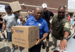 Mayor Sylvester Turner with supplies as part of Hurricane Harvey post-disaster relief efforts. Turner is proposing 500-year floodplain restrictions on community development.