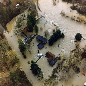 Flooding on the Cedar River in 1990 inundated homes in King County, Washington, a site that has now been restored to a natural floodplain.Image courtesy of King County, Washington