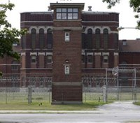 Ill. inmates assault 6 COs, prison on lockdown