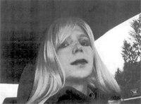 Pentagon OKs Manning transfer for gender treatment