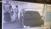 Thief nabs purse, owner oblivious