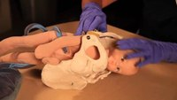 How to assist with childbirth and clamp the umbilical cord