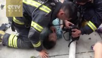 Firefighters save and resuscitate kid from smoke-filled room