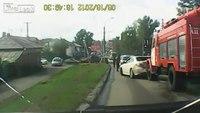Fire truck ploughs through traffic