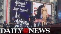 Naked man taunts cops in Times Square