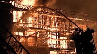 Massive blaze destroys L.A. apartment complex