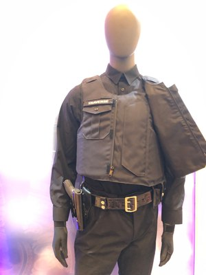 For a low-viz look, the front plate carrier on the Traverse Dress is hidden behind what looks to be a buttoned uniform shirt.