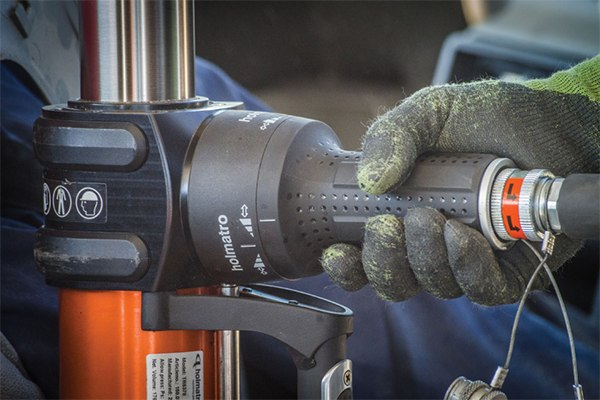 The new 5000 series control handle has been designed for precise speed control.