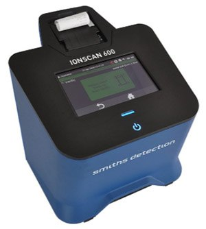 The IONSCAN 600 can be used to analyze samples swabbed from hands, bag handles and other surfaces to detect traces of explosives or narcotics.